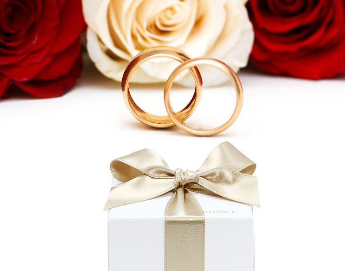 【2020年最新版】女性30人が選ぶTOP3!誕生日プレゼントに彼氏(夫)から貰って嬉しいジュエリーギフト