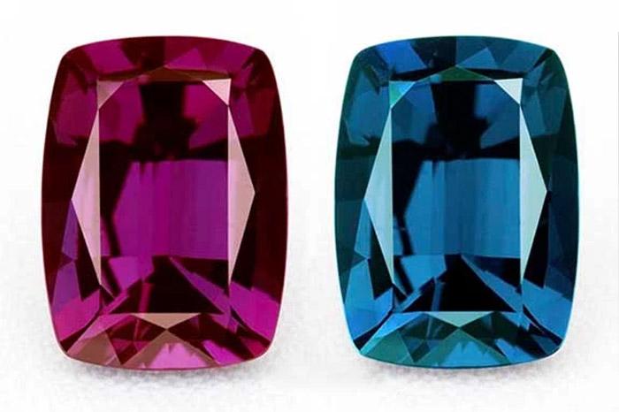 色が変わる不思議な宝石、アレキサンドライト