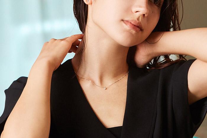 一粒ダイヤのネックレスで品格アップ!大人女子のコーディネート術