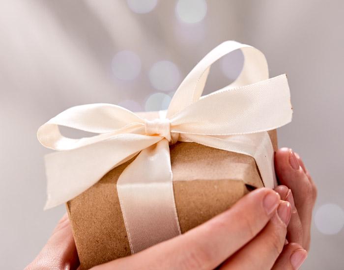 母の日ギフトに贈る、花以外のプレゼントには、ジュエリーが一番