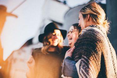 【30代女性向け】同性の友人に嫌われないプレゼントジュエリーの選び方とは?
